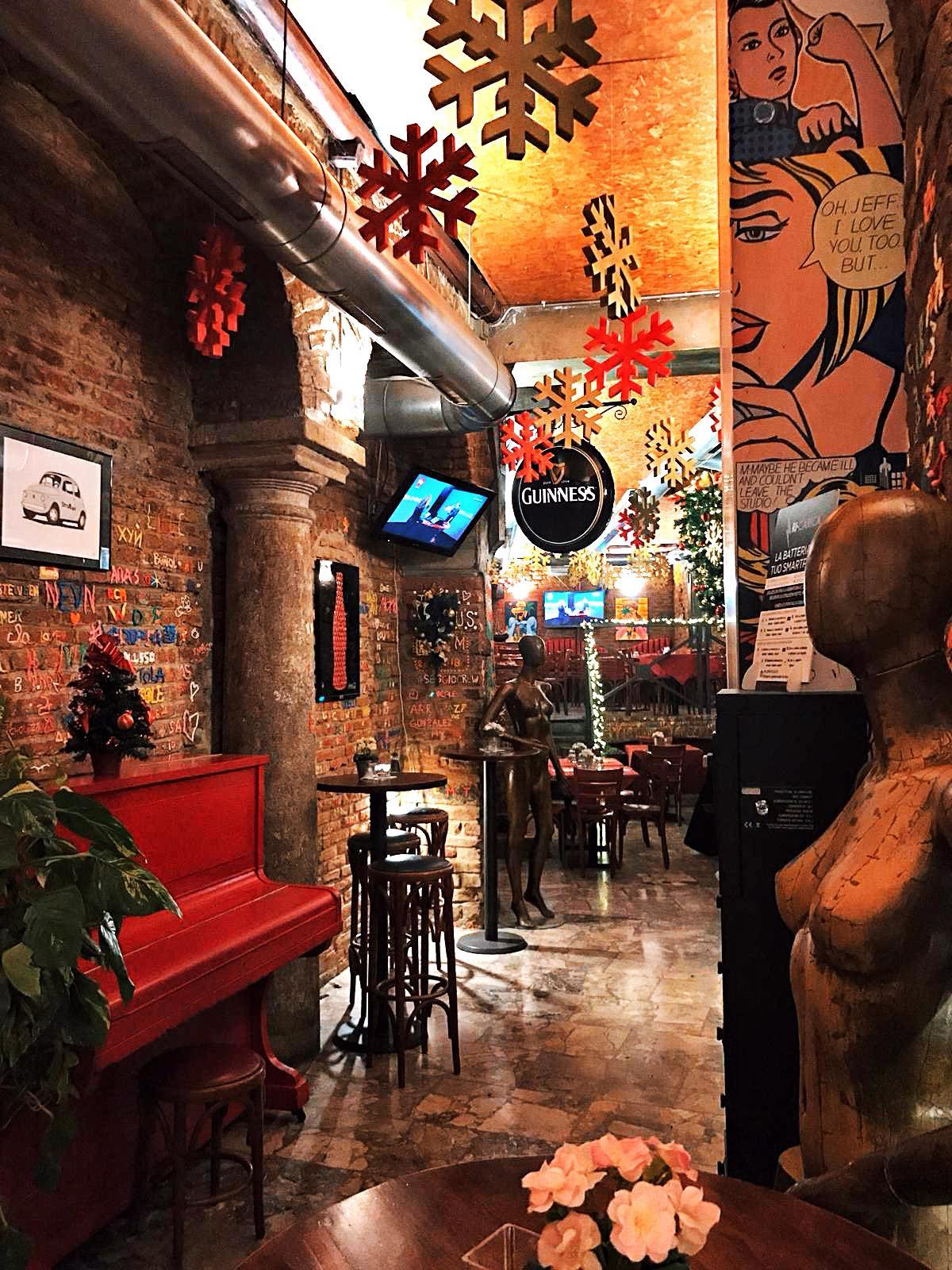 Straripa bar navigli Milano - info +393282345620